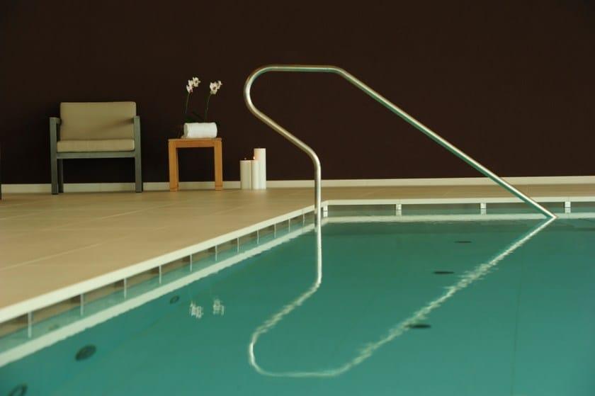 AQUÆ | Bordo per piscina in gres porcellanato Centro Benessere hotel Corona Andalo