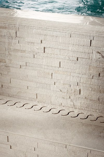AQUÆ | Bordo per piscina in gres porcellanato Muretto 3D