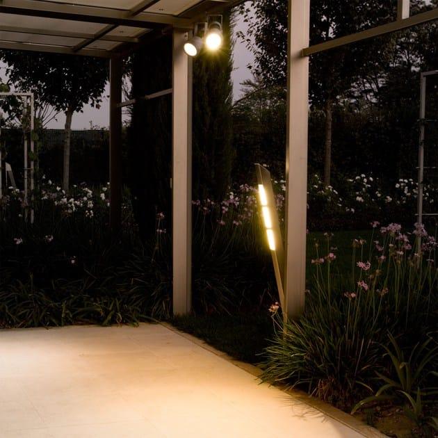 MINI SPRING | Proiettore per esterno a LED effetto luminoso omogeneo con il proiettore MINI SPRING
