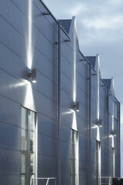 TETRA 140 | Applique per esterno ottimo effetto a luminoso per l'edificio industriale in Germania