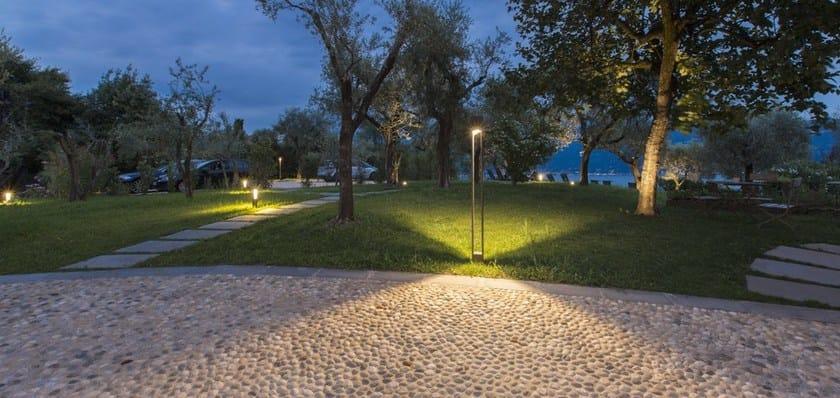 TETRA PARCO   Paletto luminoso per spazi pubblici TETRA PARCO con fonte luminosa a LED