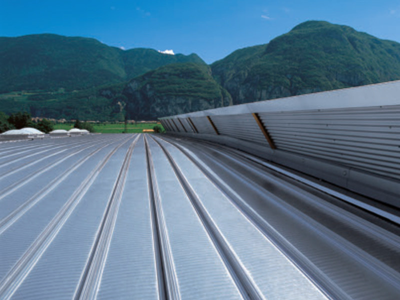 Continuous metal laminate for roof SINUS 20-83 by ISCOM