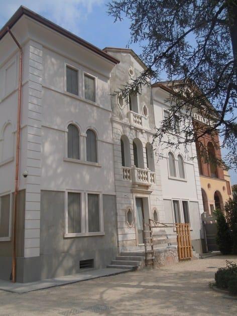 Cornice per facciate in EPS Decorazione edificio residenziale di interesse storico