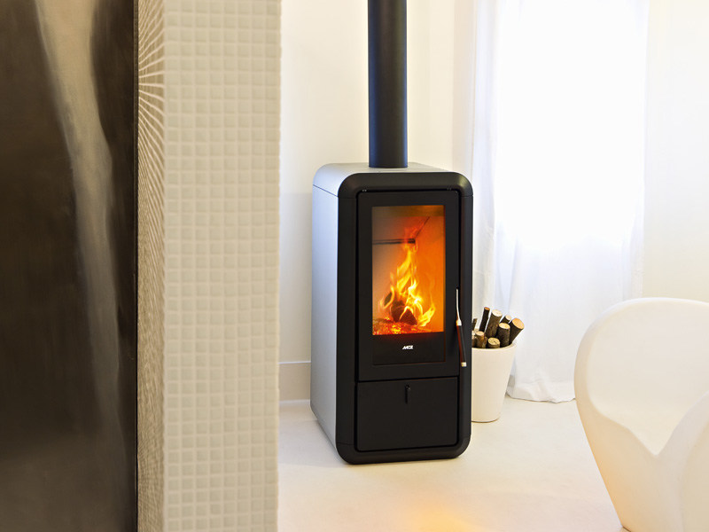 Stufa a legna per riscaldamento aria KASAI by MCZ