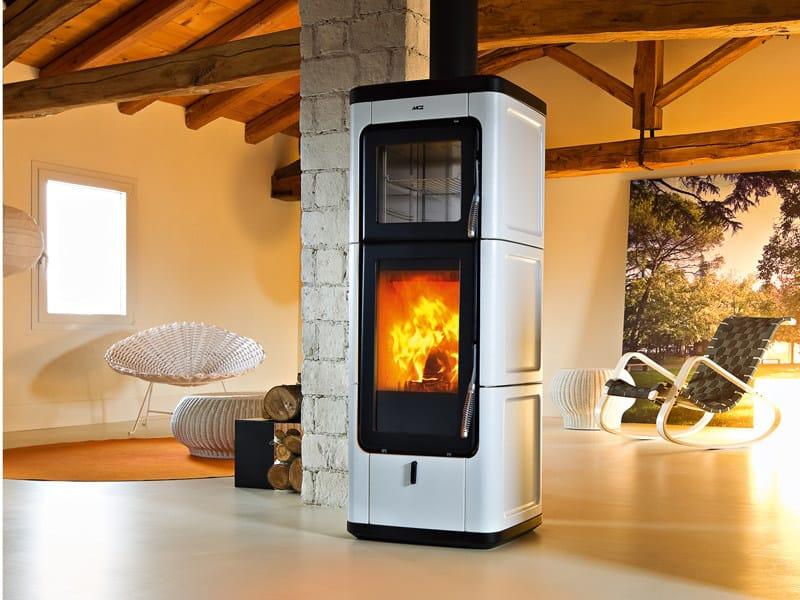 Stufa a legna per riscaldamento aria SAVA by MCZ