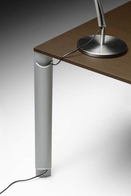 ONLINE3 Postazione di lavoro - Particolare vassoio porta cavi in lamiera - Canalizzazione verticale