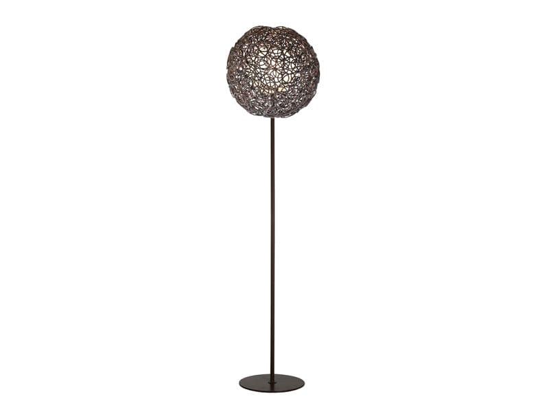 Rattan floor lamp NOODLE | Floor lamp by KENNETH COBONPUE