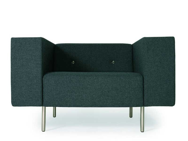 Upholstered armchair with armrests BOTTONI | Armchair by moooi