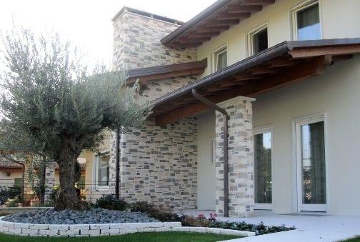 Rivestimento ecologico in pietra ricostruita per esterni for Stili di case esterni