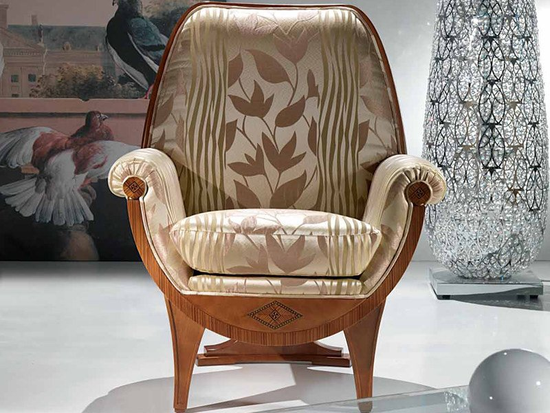 Upholstered armchair with armrests CONFORT | Armchair by Carpanelli Classic