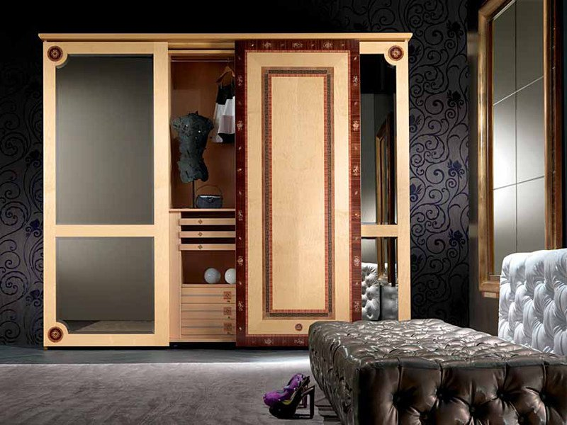 Mirrored wooden wardrobe with sliding doors SISSI | Wardrobe by Carpanelli Classic
