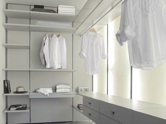 Sectional custom walk-in wardrobe STORE | Walk-in wardrobe by ADIELLE