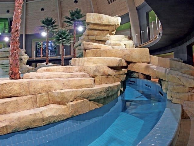 MURO STAMPATO rocce_artificiali_piscina