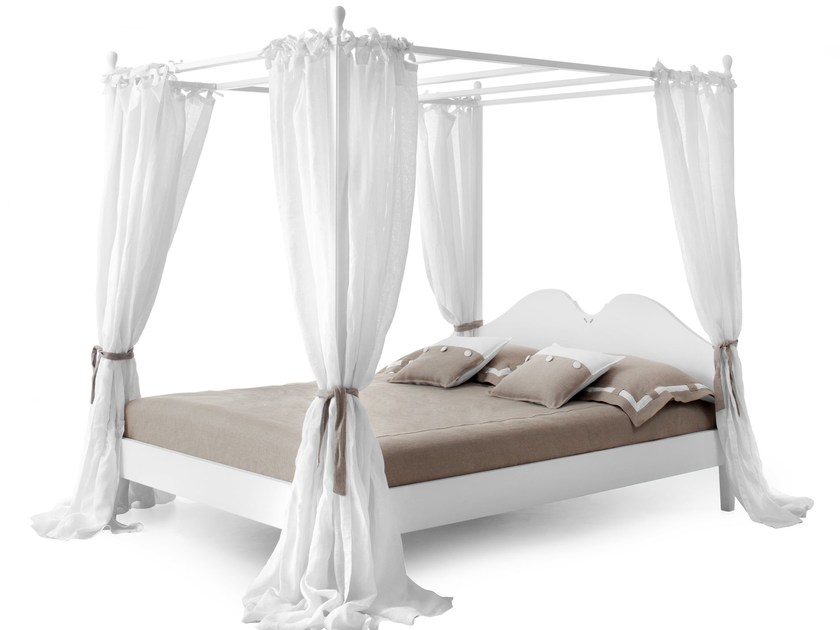 Classic style wooden canopy bed ANSOUIS | Double bed by Minacciolo