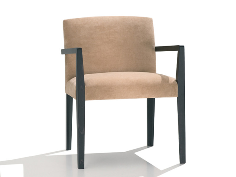 Upholstered chair with armrests CLOE | Chair with armrests by Andreu World