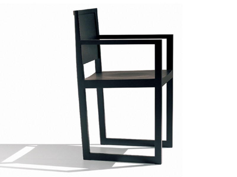 Sled base wooden chair ZISA | Chair with armrests by Andreu World