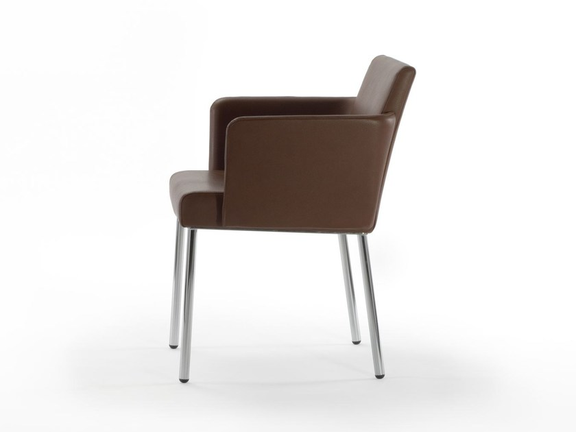 Leather visitor's chair with Armrests BEN | Chair with armrests by ROSSIN