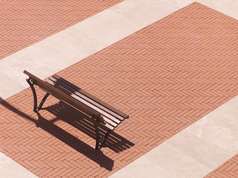 COTTOBLOC Piazza a Terranuova Bracciolini (Arezzo) realizzata con listelli 28x7x4 rosati.