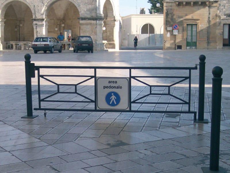 Steel pedestrian barrier ROMA by Lazzari