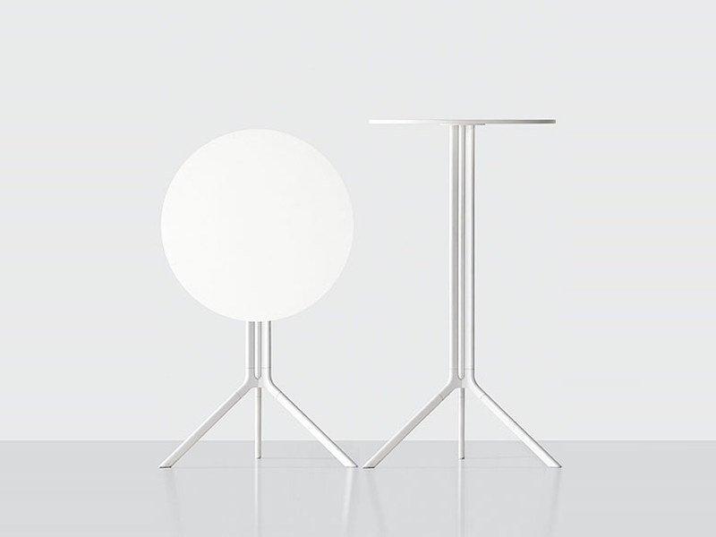 Folding round coffee table POULE | Round coffee table by Kristalia
