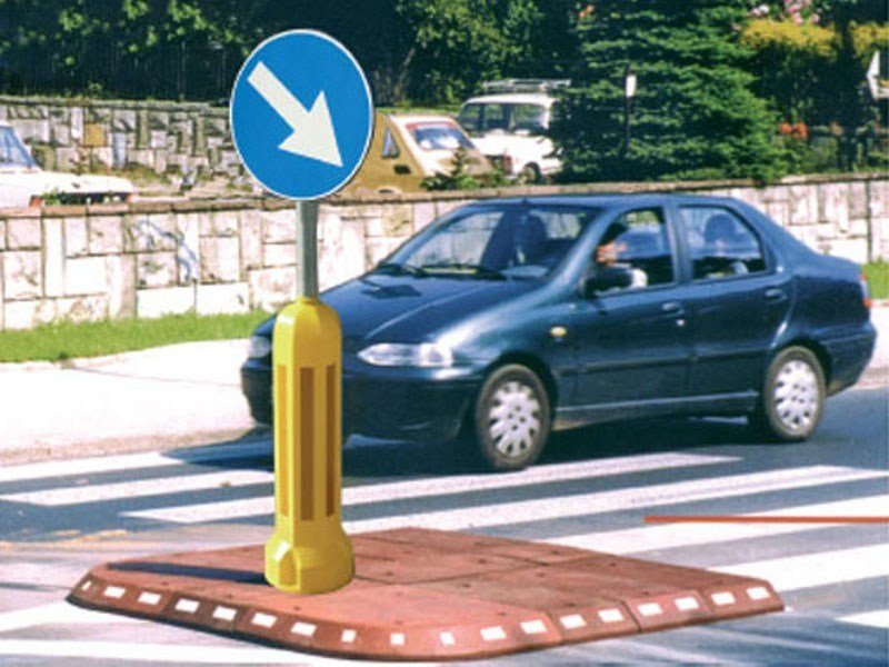 Traffic divider barrier, speed hump Isola spatitraffico by Lazzari