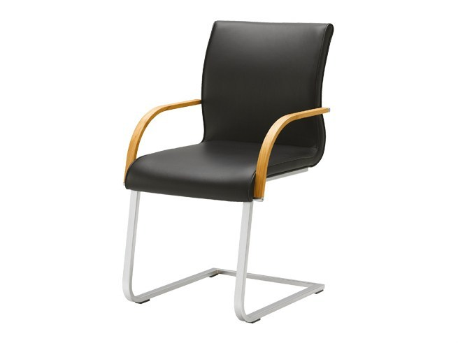 Cantilever leather chair with armrests MAGNUM | Chair with armrests by TEAM 7