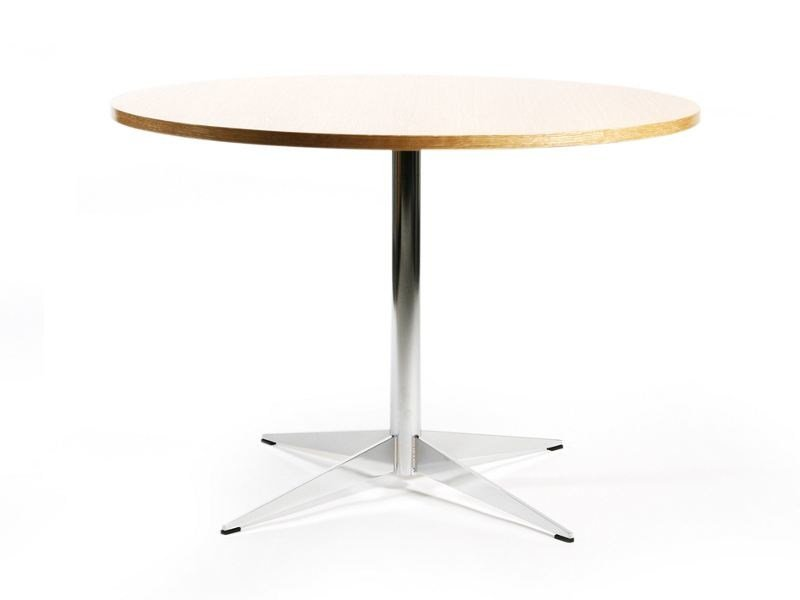 Round table with 4-star base LARGO XL | Table by Inno