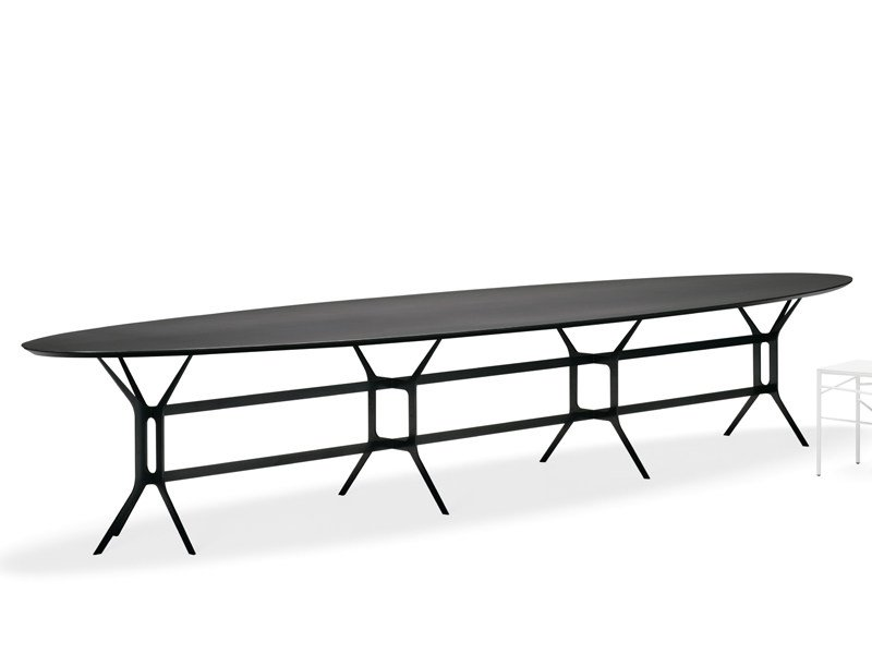 Lacquered oval metal table ARABESQUE | Oval table by YDF
