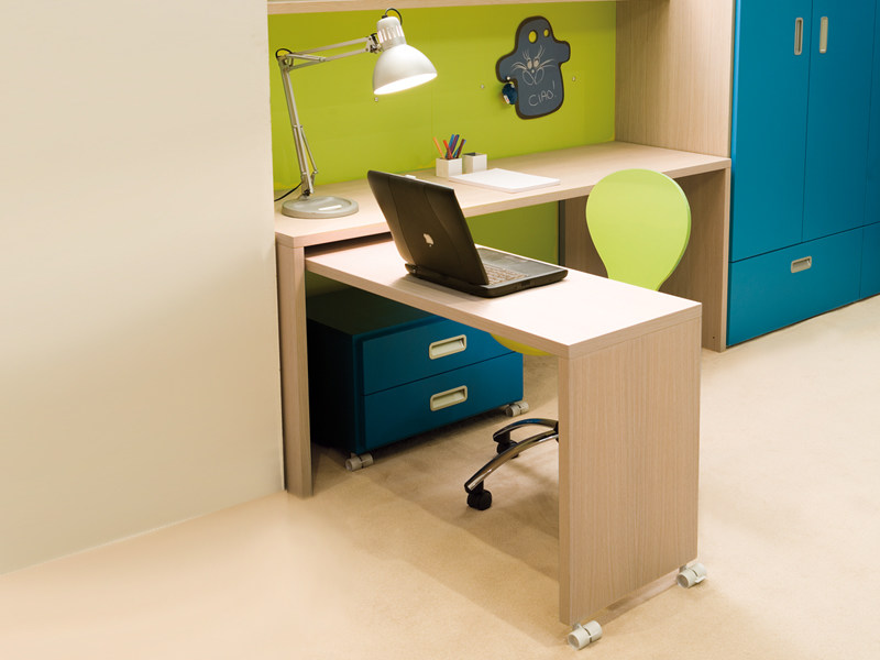 Kids writing desk with casters 7006 by dearkids