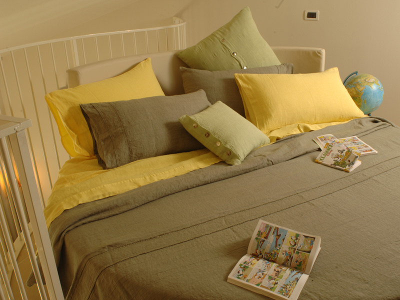 Solid-color linen bedding set SFRANGIATO | Bedding set by LA FABBRICA DEL LINO
