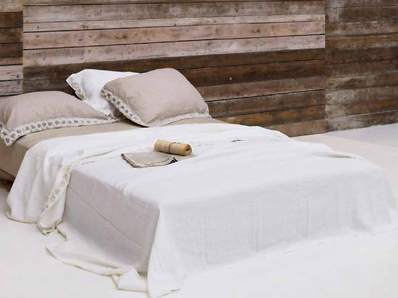 Embroidered linen bedding set PEONIE | Bedding set by LA FABBRICA DEL LINO