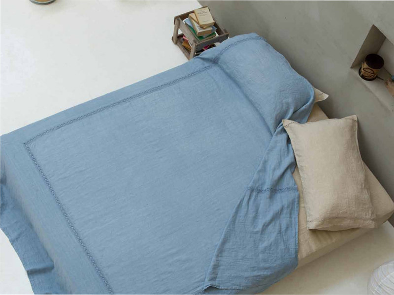 Solid-color embroidered linen bedding set A'JOUR | Bedding set by LA FABBRICA DEL LINO