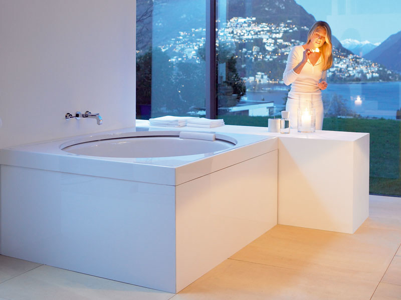 blue moon hot tub by duravit design jochen schmiddem. Black Bedroom Furniture Sets. Home Design Ideas