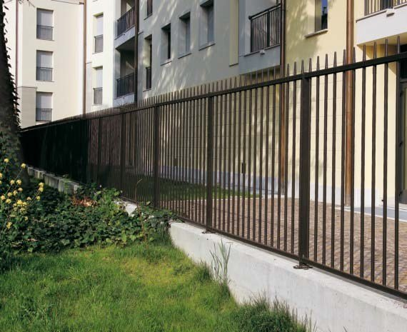 Modular galvanized steel Fence LANCER by GRIDIRON GRIGLIATI