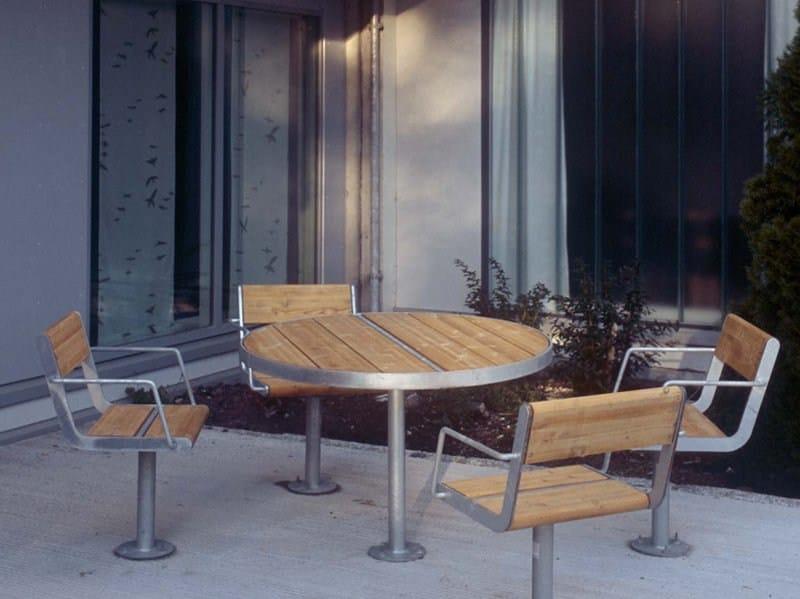 APRIL   Tavolo per spazi pubblici