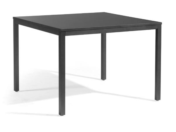 Square aluminium garden table QUARTO | Square dining table by MANUTTI