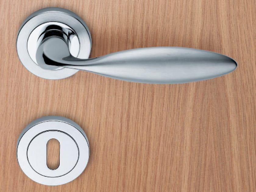 Brass door handle with lock LIBYA | Door handle by KLEIS