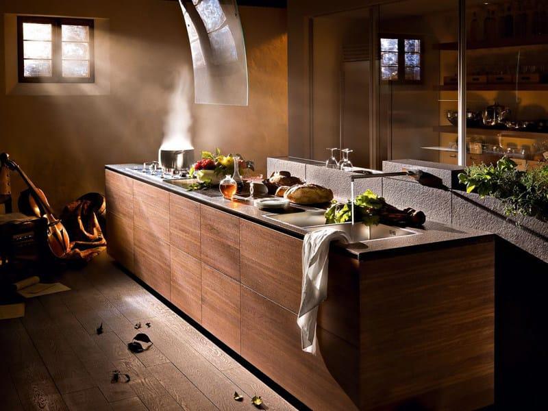 Cucina componibile in noce artematica noce tattile valcucine for Cucine moderne scure