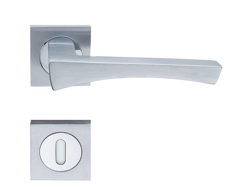 Door handle on rose ARCO | Door handle by RDS