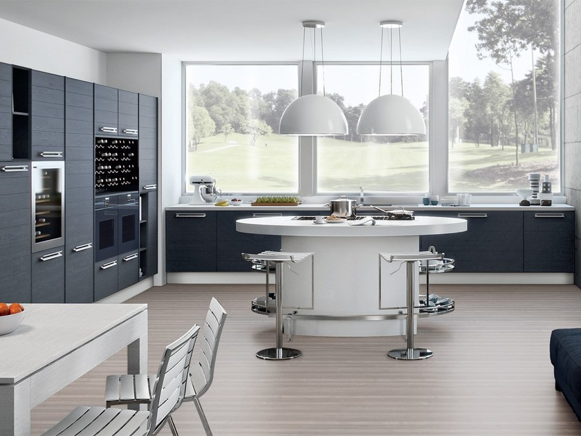 Lacquered wooden fitted kitchen ADELE PROJECT | Kitchen by Cucine Lube