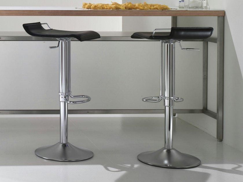 Height-adjustable stool HOPPY by Bonaldo
