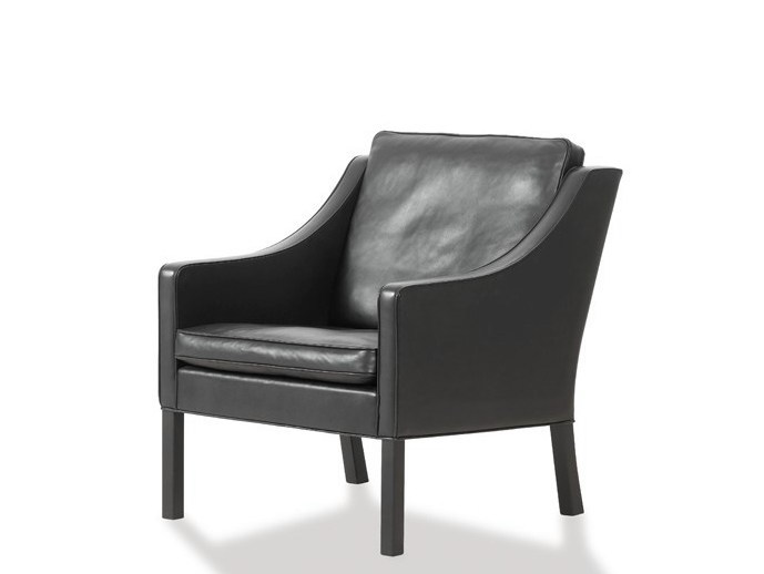 Upholstered armchair with armrests 2207 | Armchair by FREDERICIA FURNITURE
