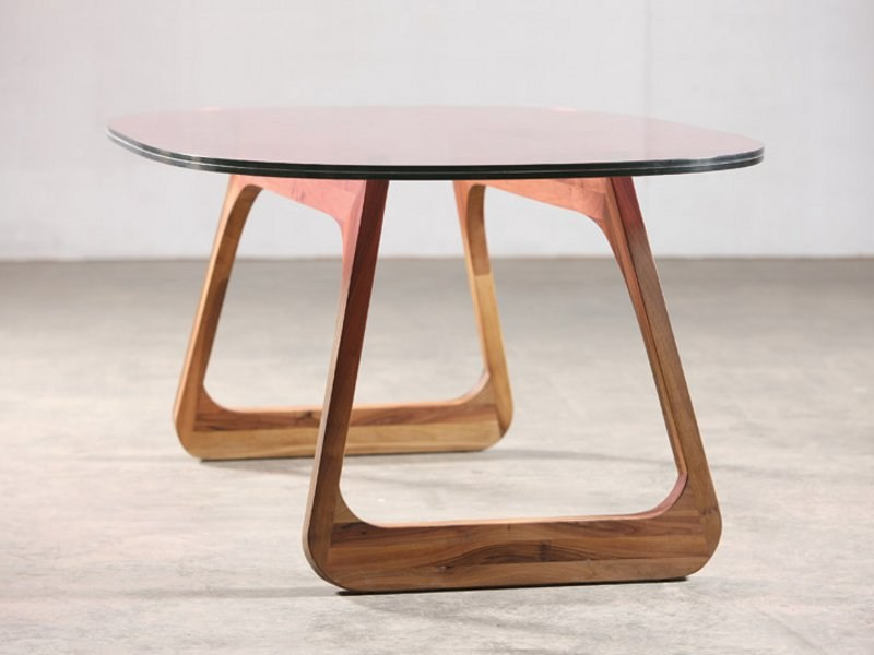 Oval walnut table STEEK | Table by Artisan