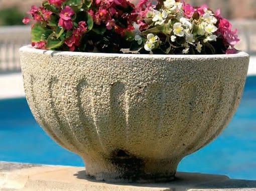 Low concrete planter Concrete planter by SAS Italia