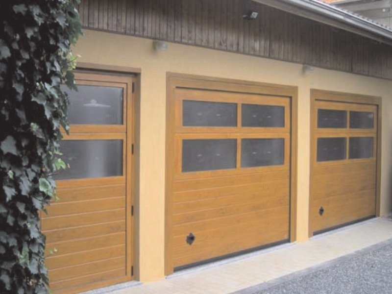 Sectional garage door MY BOX® by Breda