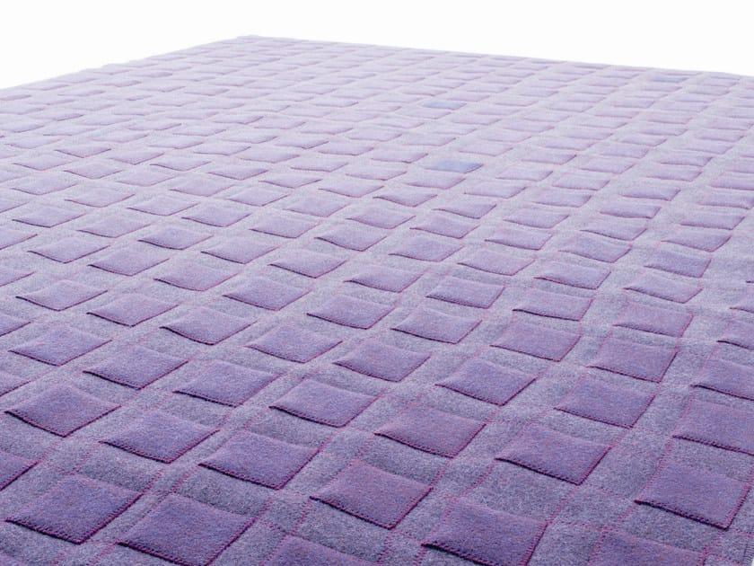 Handmade felt rug CONTINUO by paola lenti