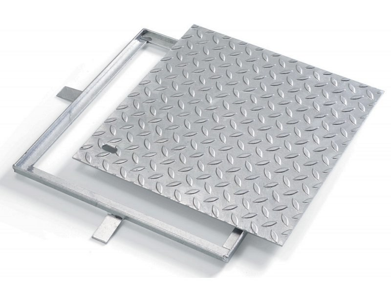 Manhole cover and grille for plumbing and drainage system LUX by GRIGLIATI BALDASSAR