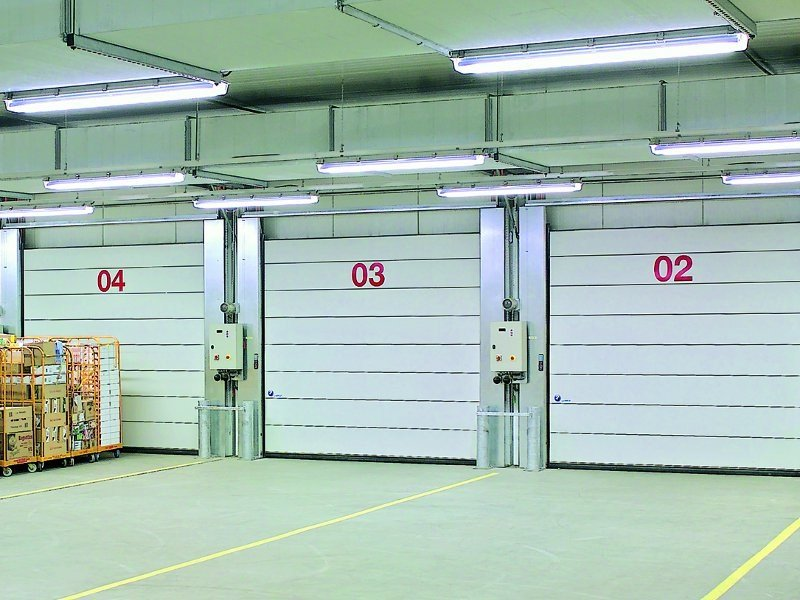 Vertically sliding industrial door Iso Speed Cold by HÖRMANN ITALIA