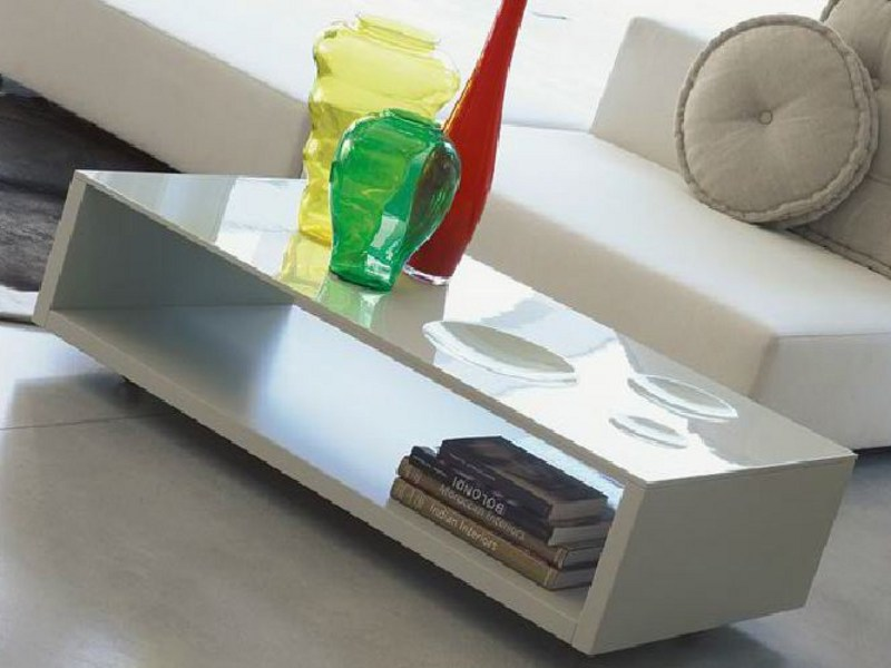 Low coffee table with casters FRIZZANTE by Linfa Design