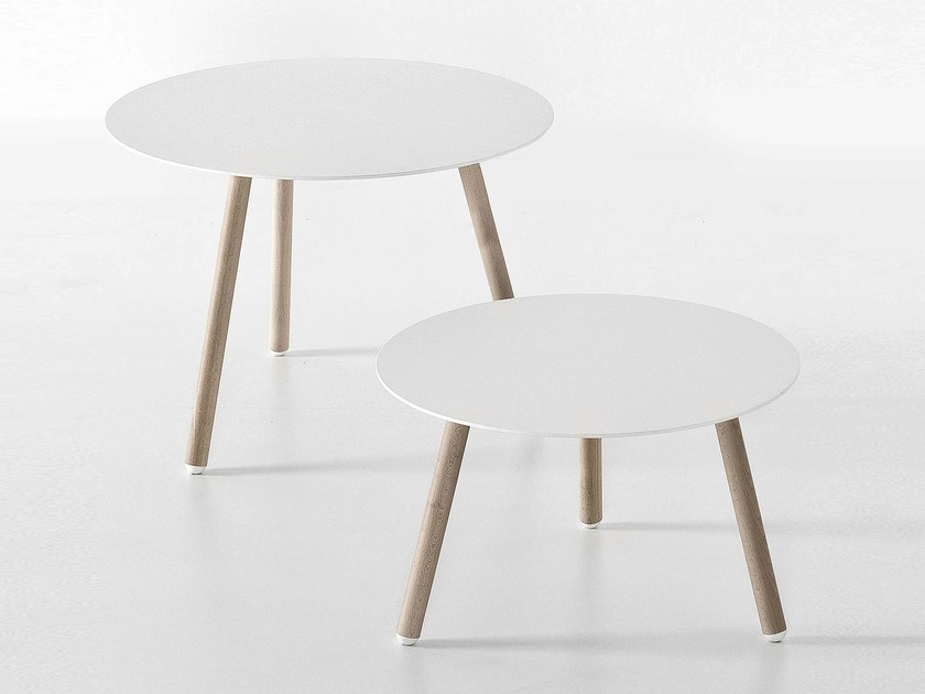 Round wooden coffee table BCN | Coffee table by Kristalia